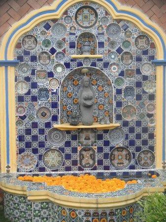 Meson de la Cofradia: Fuente principal en Talavera