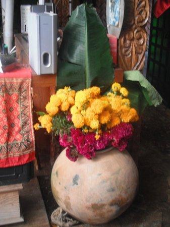 Meson de la Cofradia: Flores para el espiritu