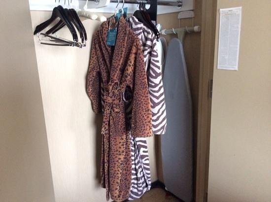 Kimpton Hotel Palomar Chicago : loved the fun wild print bath robes