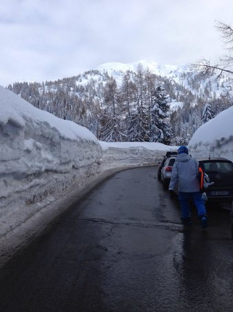 Nassfeld Ski Resort: February 2013!! 4m of snow but the roads are clean