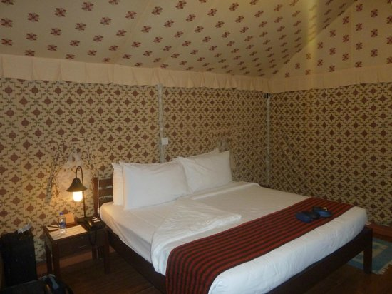 Olde Bangalore Hotel & Resort: inside tent- bedroom