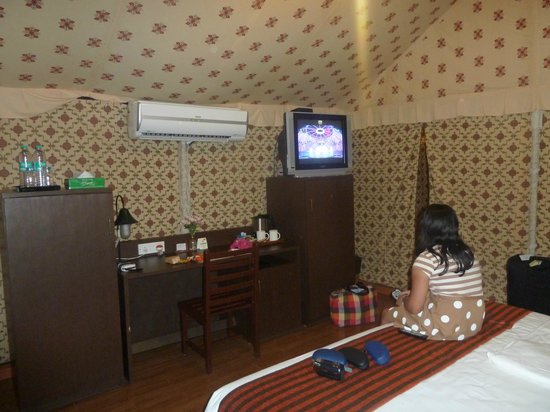 Olde Bangalore Hotel & Resort: inside tent