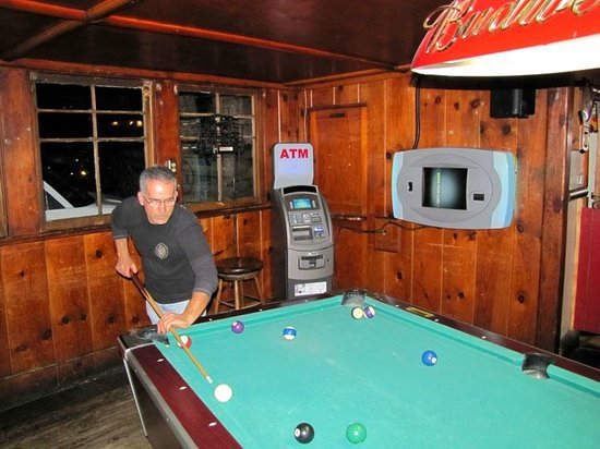Mount Baldy Lodge : Pool tables
