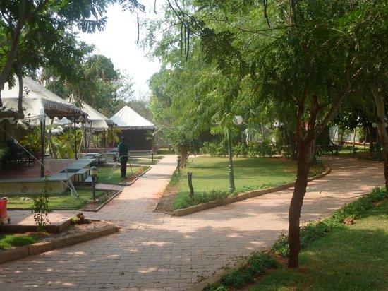 Olde Bangalore Hotel & Resort: hotel ground
