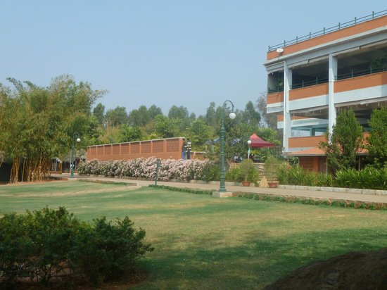 Olde Bangalore Hotel & Resort : main hotel building