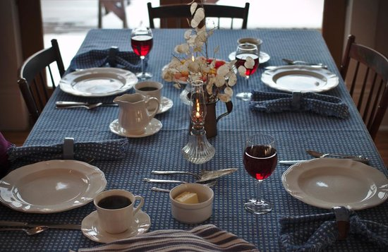 Homeplace Bed and Breakfast : Breakfast table