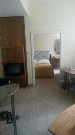 Starlight Suiten Hotel : woonkamer en slaapkamer