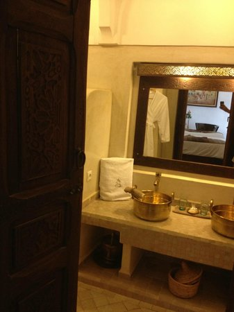 Riad Charme d'Orient: Lovely double sink