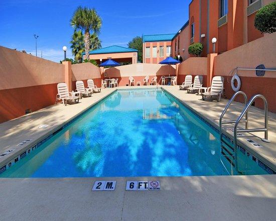 Quality Inn Pensacola: Outdoor Seasonal Pool