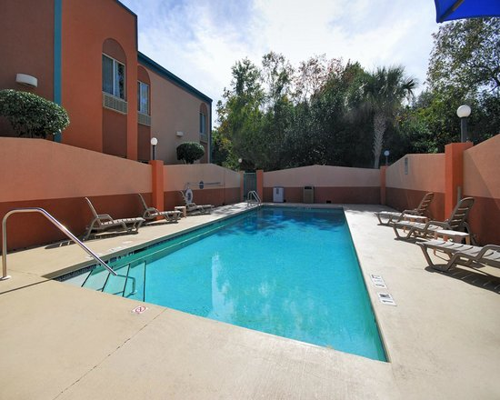 Quality Inn Pensacola : Outdoor Seasonal Pool