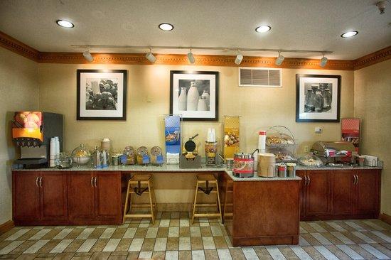 Hampton Inn Marion: Free Hot Breakfast Area