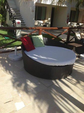 Desire Riviera Maya Resort : Double sized pool bed