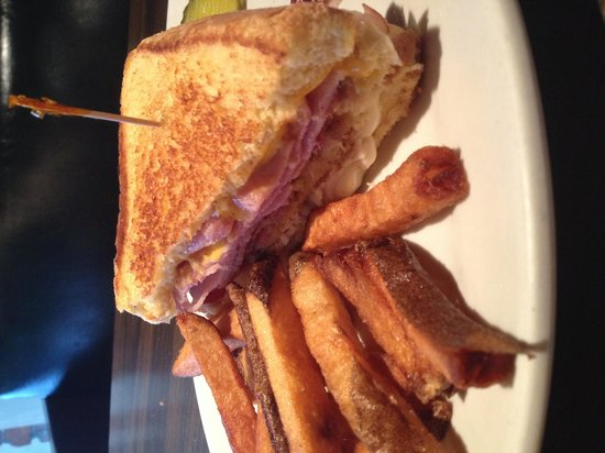 Oak Grove Restaurant & Bar: Delicious Grilled Club Sandwich