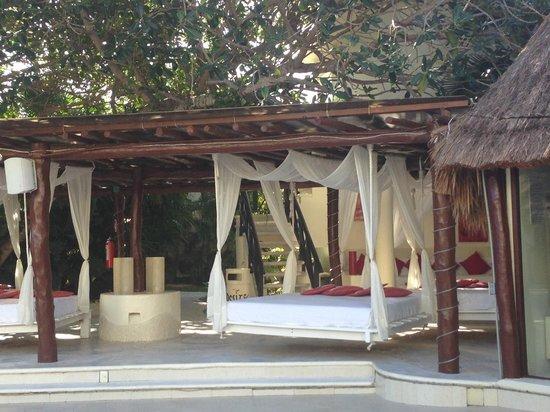 Desire Riviera Maya Resort : Nice lounge beds