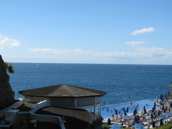 Marina Suites: Pool view