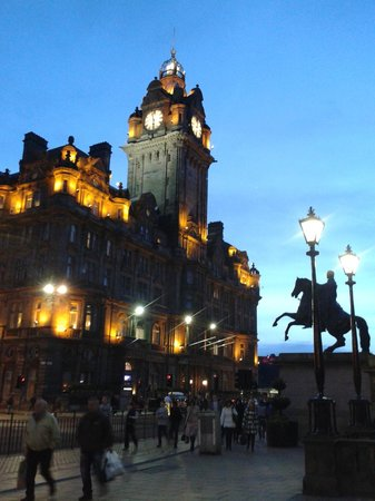 The Balmoral Hotel : Front of hotel