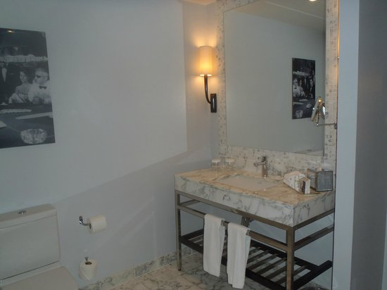 The Balmoral Hotel: Bathroom of deluxe bedroom