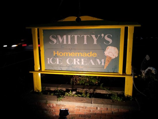 Smitty's Homemade Ice Cream: Open late into the evening