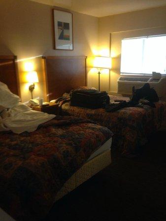 Payless Inn: Beds