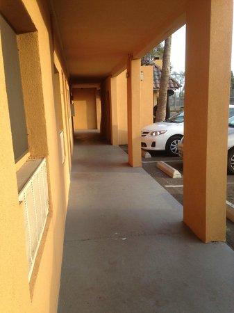 Payless Inn : Parking just outside the door