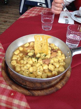 Baita Checco: Gnocchi di polenta con funghi e salsiccia