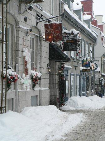 Auberge Place D'Armes: Vue extérieur