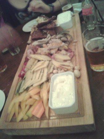 Folkklubs Ala Pagrabs: piatti tipico...