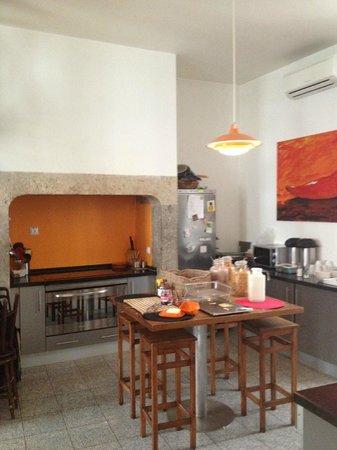Living Lounge Hostel: Breakfast area