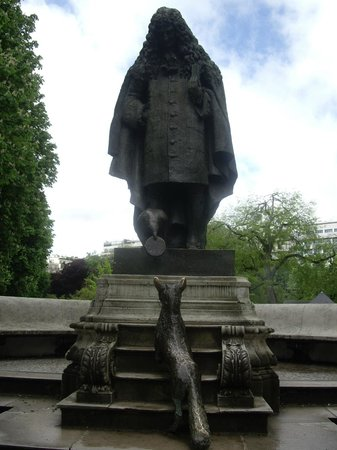 Museo Marmottan Monet: Скульптура в Jardins du Ranelagh по дороге к музею от метро.