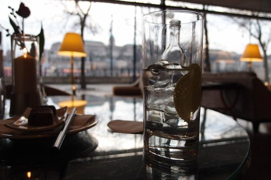 InterContinental Budapest: Lobby bar with a view