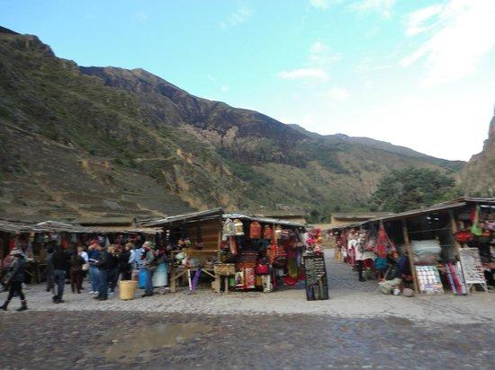 ChocoMuseo Ollantaytambo: Feira na Plaza de las ruinas