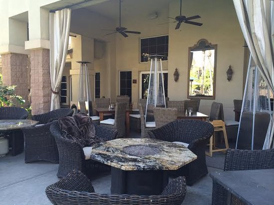 Gainey Suites Hotel : Outdoor social area
