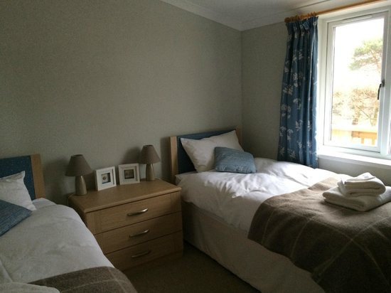 St Andrews Country Cabins: Twin Room