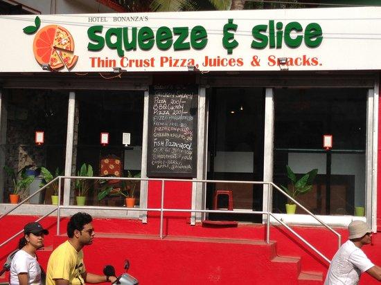 Hotel Bonanza: Best thin crust pizzas - European style