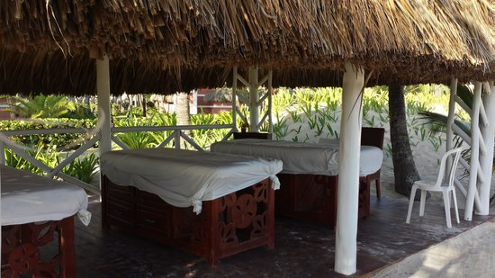 Grand Palladium Punta Cana Resort & Spa: had a great massage on the beach