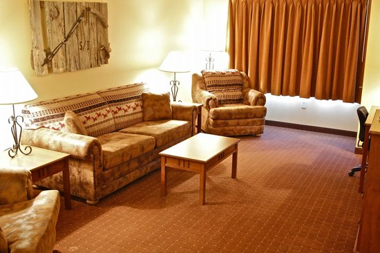 Arbuckle Lodge Gillette: Extended Stay Suite Living Area