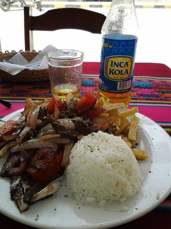 Plazoleta Aracama: O delicioso lomo salteado e inka cola especialidade local.