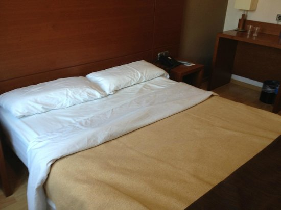 Hotel Via Augusta: Thin pillows, worse mattress