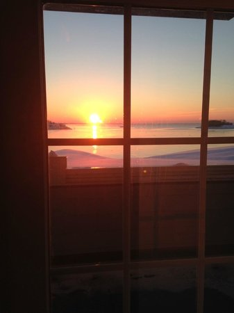 Madison Beach Hotel, Curio Collection by Hilton: Sunrise over the Long Island Sound