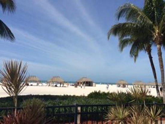 JW Marriott Marco Island Beach Resort: View of beach by pool