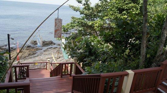 Crown Lanta Resort & Spa: Zejście na plaże