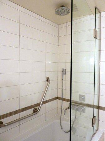 Auberge Saint-Antoine: bath