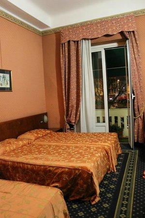 Hotel Cervo Milan: Номер на троих