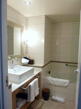 Auberge Saint-Antoine: bathroom