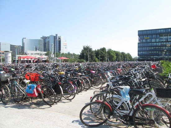 Holiday Inn Express Amsterdam-Sloterdijk Station: bikes