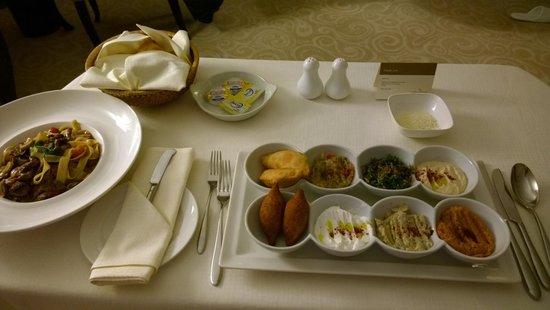 Movenpick Hotel Doha: Room Service