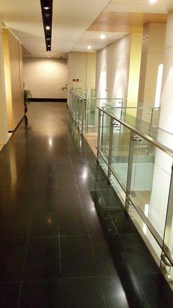 Padma Hotel Bandung: Alley in six floor