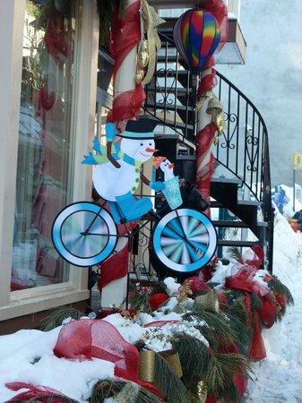Quartier Petit Champlain : rue du Petit-Champlain store front