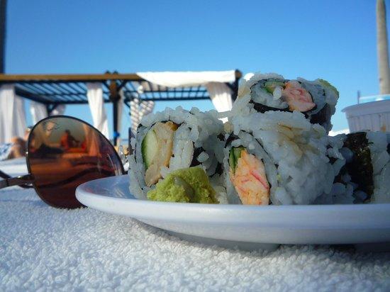 The Tropical at Lifestyle Holidays Vacation Resort: Sushi at Cabana
