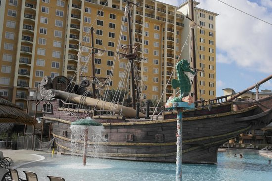 Lake Buena Vista Resort Village & Spa: ship in pool area